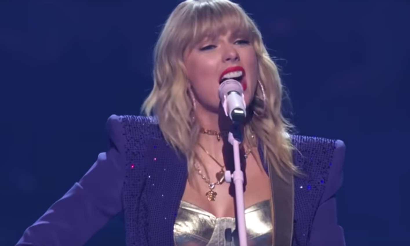 A Closer Look At The Evolution Of Taylor Swift S Vma Performances The Diamondback